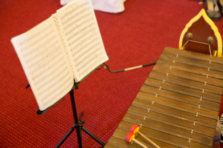 Cambodian traditional music haven't had music scores in history.